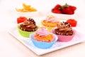 Cztery apetycznej babeczki na bielu talerzu Zdjęcie Royalty Free