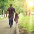 Dad walks with his daughter in park the Royalty Free Stock Photography