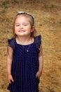 Darling little girl dans la robe de point de polka Photographie stock libre de droits
