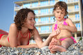 Daughter mother pebble swimwear Стоковое фото RF