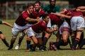 De actie van het rugby van de st spelers van de teamsmiddelbare school van rijpe jonge mensen tussen de middelbare school van Stock Afbeelding
