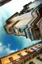 De gebouwen van de Stad van Havana onder blauwe hemel Stock Afbeeldingen