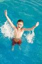 De jongen geniet van in de pool Stock Fotografie