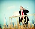 De ontsnappingsconcept van zakenmanrelaxation freedom happiness Stock Afbeeldingen