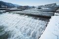 De rivierstroomversnelling van de winter Stock Foto's