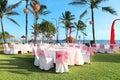 Ozdobený svadobný stôl na recepcia pláž stredisku
