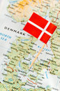 Denmark flag on map paper pin a Royalty Free Stock Photos
