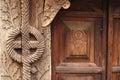 Details van een hout gesneden poort Stock Foto