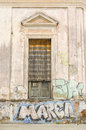 Deteriorated facade and graffiti on the wall Royalty Free Stock Photos
