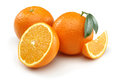 Deux demi oranges et oranges Photo stock