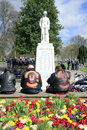 Devil s disciples sit under a world war memorial whist attending a funeral of an hells angel president Stock Images