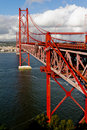 Die 25 De Abril Bridge in Lissabon Stockbild