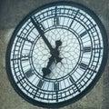 Reloj Antíguo En Números Romanos En Una Torre