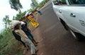 Distribtution pelo CUIDADO, Rwanda do alimento. Foto de Stock Royalty Free