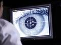 Médico ojo en