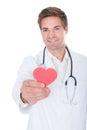 Doktor holding heart Lizenzfreie Stockfotografie