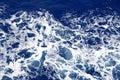 Donkerblauwe overzeese waterspiegel met rimpeling Stock Foto's