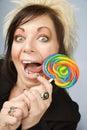 Donna di affari creativa con un Lollipop Immagini Stock