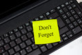 Dont forget note on laptop yellow Royalty Free Stock Photography