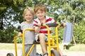 Dos Young Boys que juegan en la bici Fotografía de archivo libre de regalías