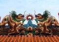 Dragon statue chinese tempeltak Arkivbild