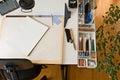 Kreslenie stôl umelci