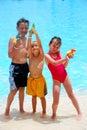 Drei Kinder mit sprizen Gewehren Stockbild