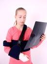 Droevig meisje met de foto van de Röntgenstraal Royalty-vrije Stock Foto's