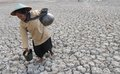 Drought in indonesia residents took the murky waters of the well made the middle of the reservoir dries up for daily necessities Stock Photography