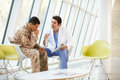 Druck Doktor-Counselling Soldier Suffering From Stockfoto