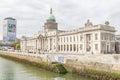 Dublin custom house ed il fiume di liffey Fotografie Stock