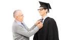 Dumny ojciec przygotowywa jego syna dla skalowania Obrazy Stock