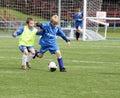 Dzieciaki dopasowywają piłkę nożną Zdjęcie Stock