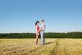 Ehemanneinfluß übergibt Frau und Blick ein sie Stockfotos