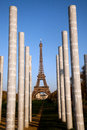 Eiffel tower and peace monument pillars seen from Royalty Free Stock Photos