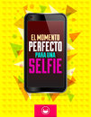 El momento perfecto para una selfie the perfect time for a spanish text vector modern design smart phone emblem Royalty Free Stock Image