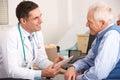 Staršie muž hovorenie americký lekár