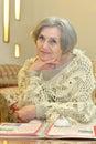 Elderly reading woman Στοκ εικόνα με δικαίωμα ελεύθερης χρήσης