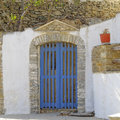 Elegant house entrance in a mediterranean island Royalty Free Stock Photos