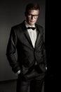 Elegantný muž nosenie oblek