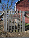 Enter gate old farm with a sign Royalty Free Stock Photos