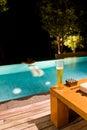 Entspannung im Swimmingpool Lizenzfreies Stockbild