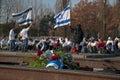 Erinnerungsbedarf von studenten von israel im ehemaligen konzentrations und ausrottungslager auschwitz birkenau in polen Lizenzfreies Stockfoto