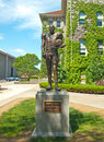 Ernie davis statue at syracuse university of first african american to win the heisman trophy next to hendricks chapel in Stock Photos