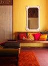 Etnisch binnenlands oud maleis huis met kat Stock Foto's
