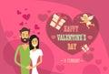 För shape för valentine day holiday couple embrace förälskelsehjärta kort hälsning Royaltyfria Bilder