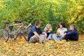 Familia otoño caminar