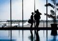 Rodina v na letisko čakanie odchod
