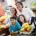 Family paying at the supermarket Royalty Free Stock Images