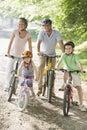 Rodina na kola na cesta